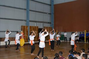 GROUP DANCES (10)